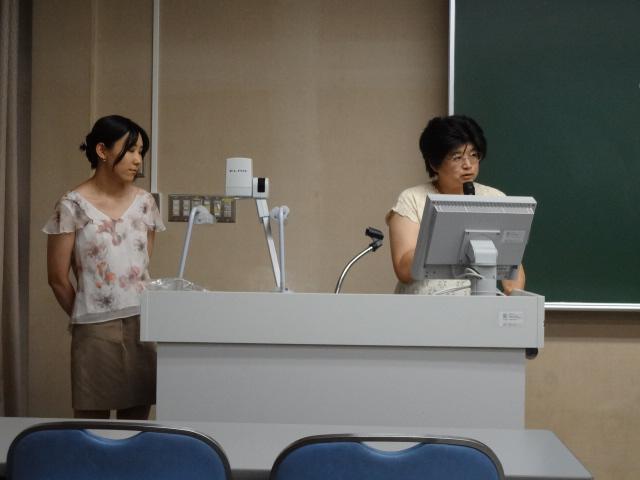 1.司会の楯岡求美先生と小川佐和子先生