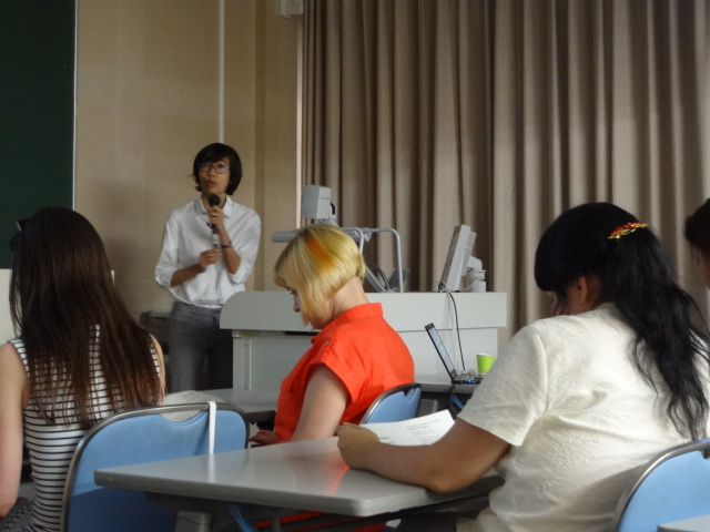 タイにおける日本マンガの受容史について講演したマシマさん